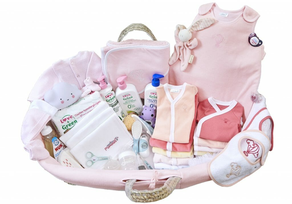 Trousseau de naissance bébé - Valise de maternité - Premiers ...